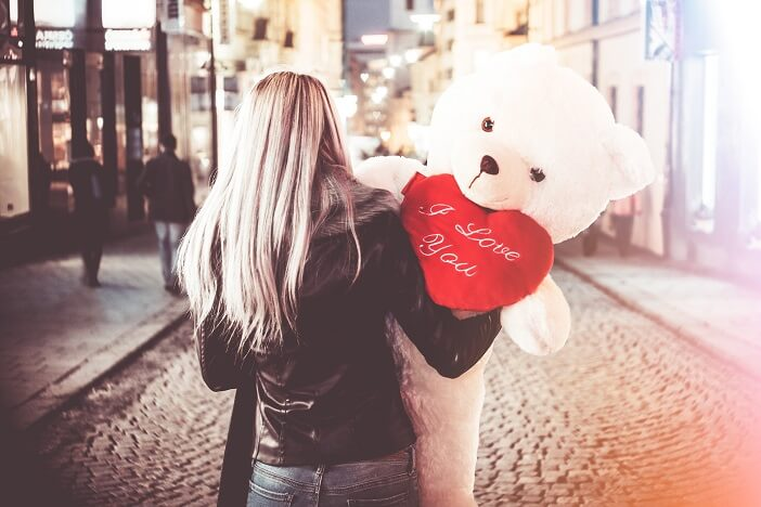 A girl holding a Teddy Bear which says I LOVE YOU. Illustration of- why men lose interest